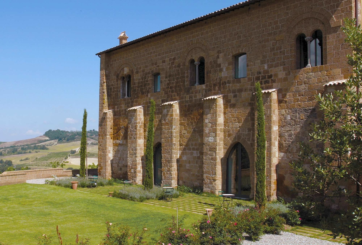 Luxury accommodation in umbria abruzzo perfetto traveler for Hotel design umbria